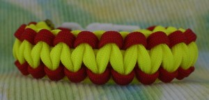 how to make a two color paracord bracelet