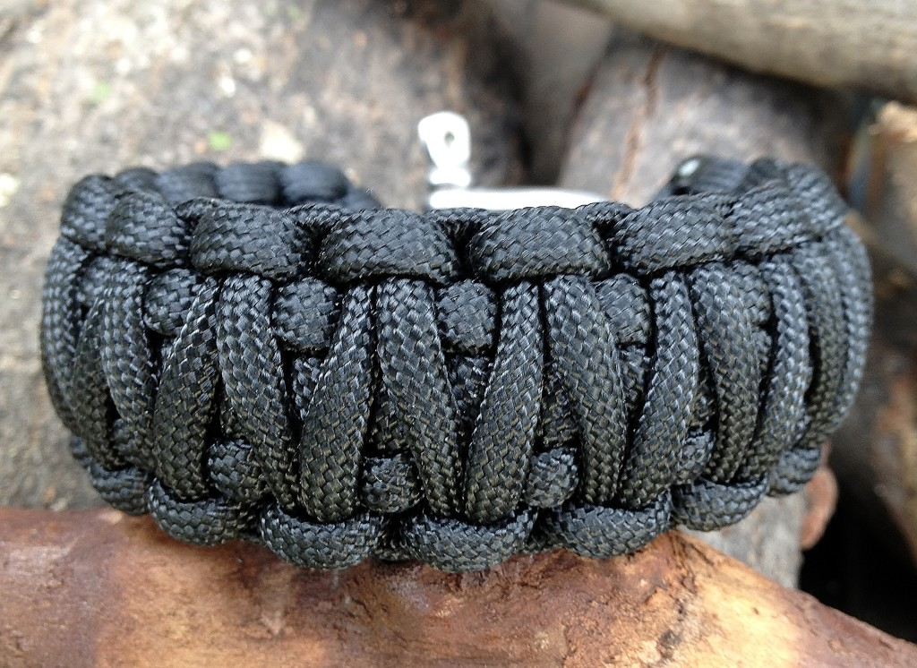 HOW TO MAKE A PARACORD BRACELET VIDEO TUTORIALS XCORDS Amazing Paracord Bracelet Patterns