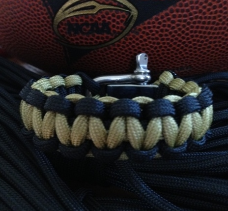 paracord bracelet with shackle instructions